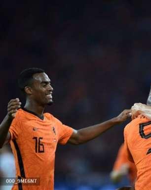 Depay faz três, Holanda goleia Turquia e assume a liderança