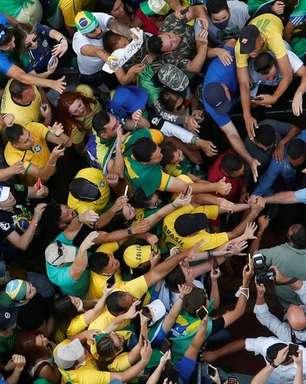 Bolsonaro é multado por não usar máscara durante ato em SP