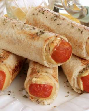 Enroladinho de salsichacom pão de forma