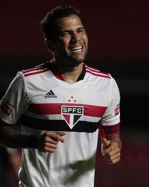 """Daniel Alves """"usou"""" o SPFC e """"não estava nem aí"""", diz ídolo"""