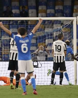 Napoli vira sobre Juventus no fim e mantém 100%