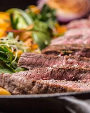 Bife e batata grelhados: uma releitura do clássico brasileiro