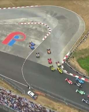 Confusão na largada tira Castroneves e Grosjean da disputa do GP de Portland