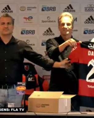FLAMENGO: Ele chegou! David Luiz é apresentado e veste a camisa 23 do clube pela primeira vez