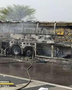 Acidente entre carros, caminhão e ônibus deixa seis mortos e sete feridos na Dutra
