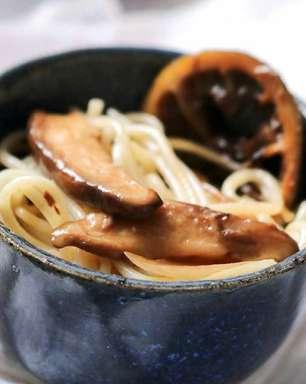 Cogumelos shiitake deliciosos prontos em meia hora