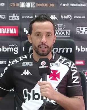 """VASCO: Nenê é apresentado, veste a camisa 77 e fala sobre retorno: """"Um dos clubes do Brasil que eu mais me identifiquei"""""""