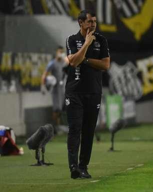 Carille não usa desfalques como 'desculpa' para eliminação do Santos