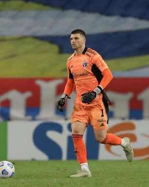 Vilão? Tiago Volpi protagoniza falhas em eliminações do São Paulo na Copa do Brasil e na Libertadores