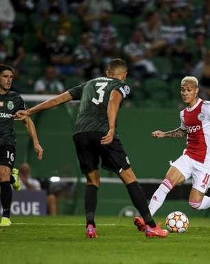 Antony celebra atuação em goleada do Ajax na estreia da Liga