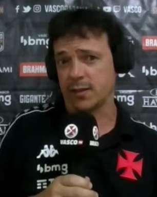 """VASCO: Diniz justifica decisão em jogar com extremos invertidos: """"Dá uma fluência melhor ao jogo"""""""