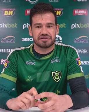 """AMÉRICA-MG: Ao falar sobre possível estreia de Willian pelo Corinthians, Matheus Cavichioli exalta o jogador mas garante: """"A mesma atenção que vamos ter, eles também terão que ter com a gente"""""""