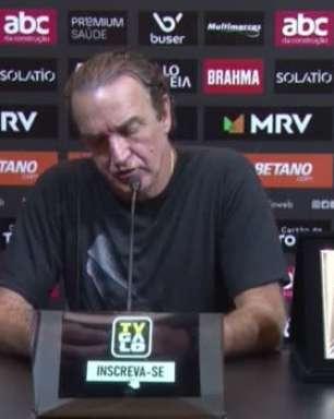 """ATLÉTICO-MG: Cuca analisa vitória sobre o Sport, elogia partida do adversário e exalta resultado positivo: """"Fizemos por merecer"""""""
