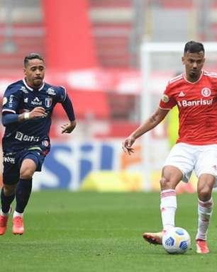 Edenílson comemora triunfo do Inter: 'Soubemos sofrer'