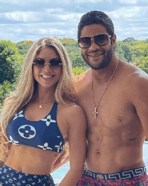 Hulk e Camila Ângelo anunciam que estão esperando um filho