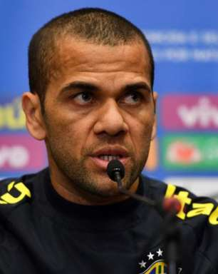 Athletico-PR fez proposta para Daniel Alves, diz jornalista