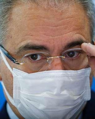 Após suspensão de vacina, Queiroga minimiza evento adverso