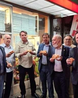 Bolsonaro come pizza na calçada em Nova York e ministros atribuem o fato à simplicidade do presidente
