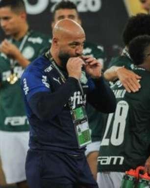 Semifinalista pela quinta vez, preparador de goleiros do Palmeiras elogia Weverton: 'Um goleiro completo'