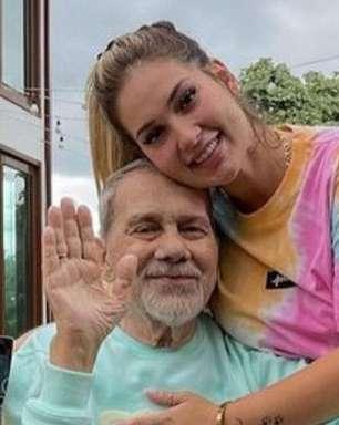 Virgínia Fonseca mostra acessório que herdará do pai como lembrança