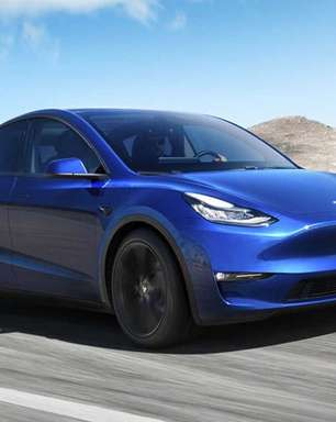 Tesla e outros carros elétricos podem ser vistos em evento