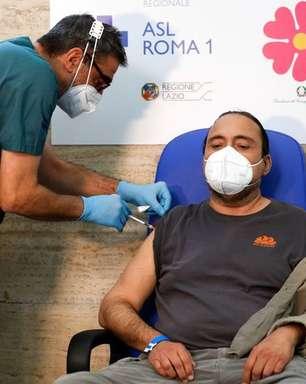 Italianos podem receber dose de reforço contra Covid-19 em 2022, diz assessor