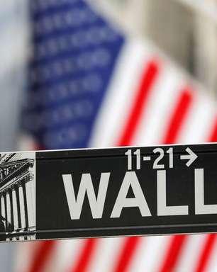Wall St fecha em alta após Fed sinalizar redução de compras de títulos em breve