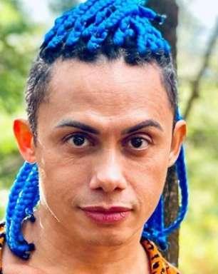 Silvero Pereira aproveita as férias e causa alvoroço ao aparecer sem roupas em foto