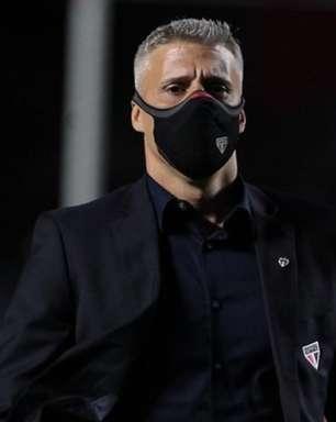 Crespo afirma que não demorou para mexer na equipe e fala sobre físico de Calleri: '15 minutos está bem'