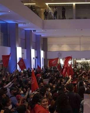 Manifestantes do MTST ocupam prédio da B3 em SP