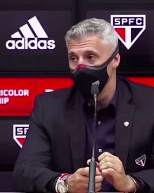 """SÃO PAULO: Crespo discorda que demorou para substituir e ressalta sobre fisico de Calleri: """"não é o salvador da pátria"""""""