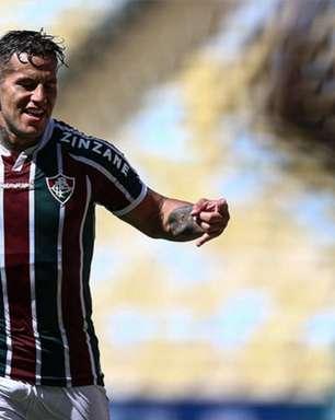 Bobadilla torce para acerto de Daniel Alves com o Fluminense; lateral está em negociação com o clube