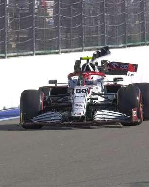 Giovinazzi roda e destrói traseira da Alfa Romeo na barreira de proteção em Sóchi