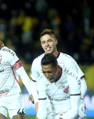 Athletico-PR vence Peñarol fora de casa na ida da semifinal