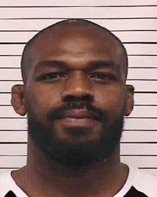 Jon Jones é preso por acusação de violência doméstica