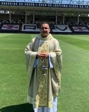 Padre que benzeu São Januário viraliza e recebe Pix após vitória do Vasco