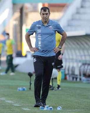 Carille elogia primeiro tempo do Santos e lamenta gols em bolas paradas