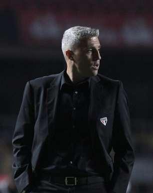 Técnico do São Paulo, Crespo aponta dificuldades do futebol brasileiro e compara a 'curso de Harvard'