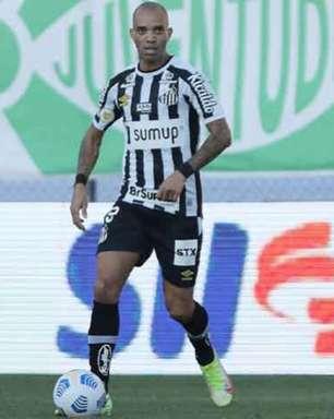 Contratações de Léo Baptistão, Jandrei e Tardelli dividiram CG do Santos