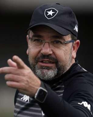 Enderson Moreira celebra vitória do Botafogo e projeta sequência na Série B: 'Vai ser disputada até o fim'