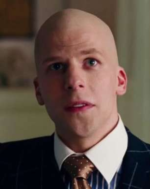 Jesse Eisenberg pode voltar a DC em filme da Supergirl