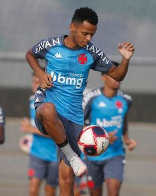Com boa atuação e assistência, Riquelme, do Vasco, se emociona ao relembrar do avô: 'Momentos difíceis'