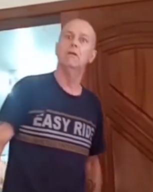 Policial da reserva que aparece fazendo ataques racistas é indiciado por 4 crimes