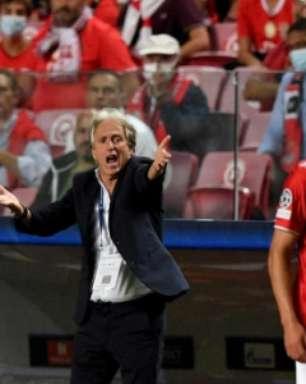 Jorge Jesus recorda Flamengo e exalta evolução sob o comando do Benfica após vencer o Barcelona