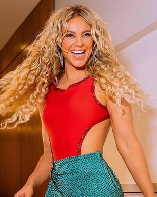 Paolla Oliveira entra em clima de Carnaval com look sensual