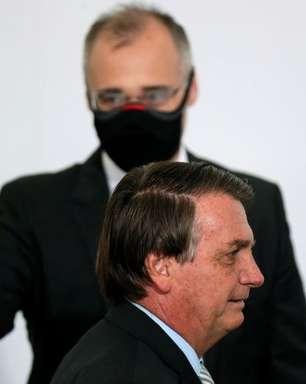 Bolsonaro critica Alcolumbre por não sabatinar Mendonça