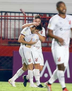 Athletico-PR bate o Atlético-GO na estreia de Valentim