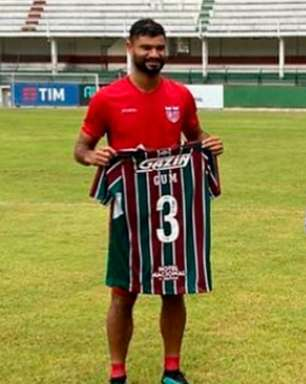 Gum treina em Laranjeiras, tira foto com tricolores e ganha uniforme do Fluminense: 'Muito bom estar aqui'