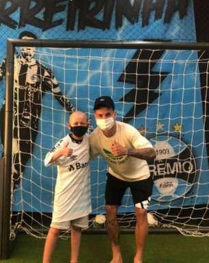 Ferreirinha ajuda Mateu Coitinho, de 9 anos, em sua luta contra a leucemia