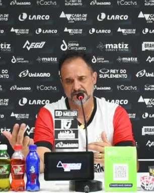 """VITÓRIA: Wagner Lopes explica escolhas na formação do time e lamenta: """"Infelizmente não consegui dar oportunidade para o Sérgio, Samuel Granada e nem para o Inocencio"""""""